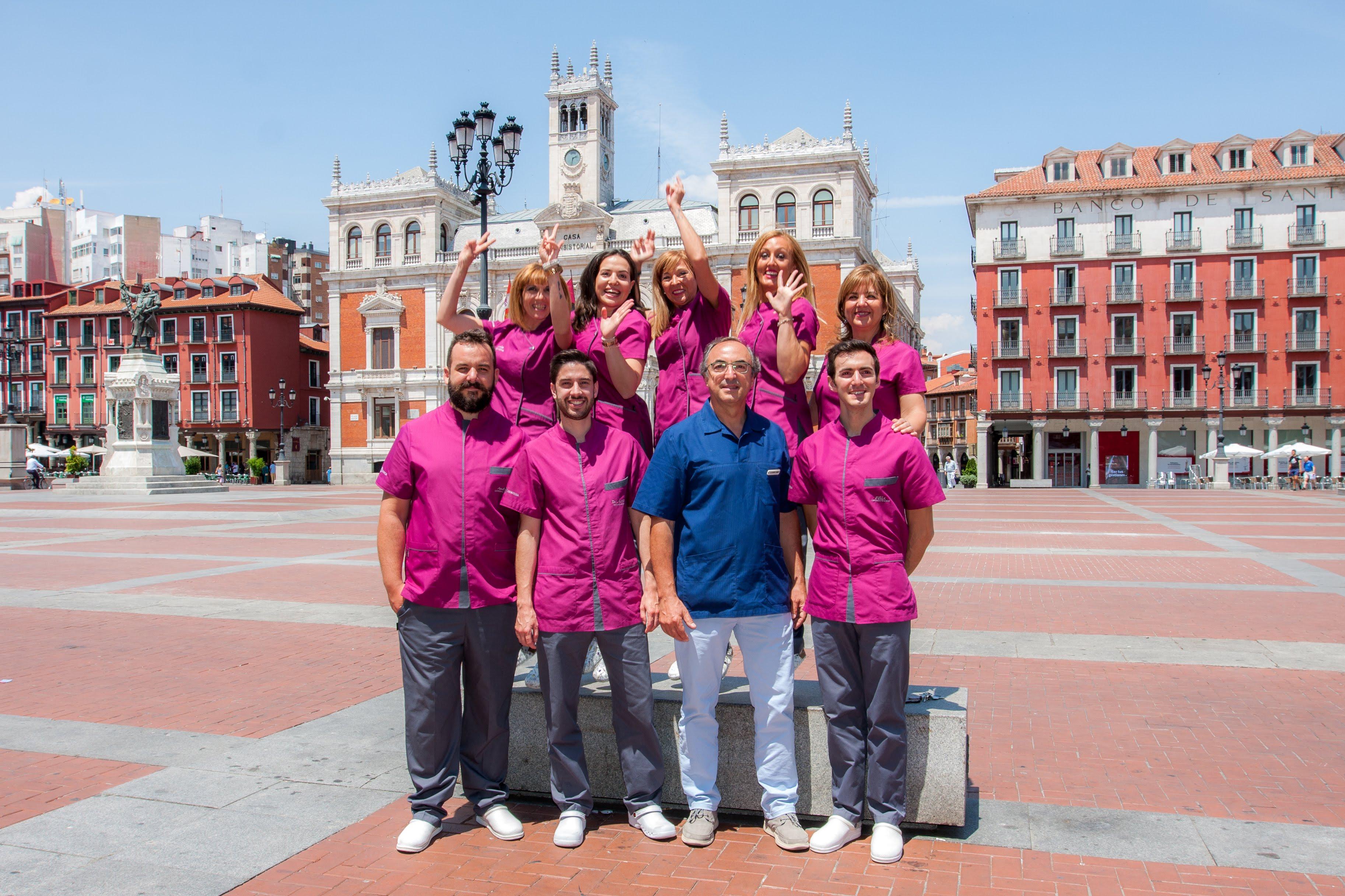 clinica dental dentesia os desea felices fiestas de Valladolid